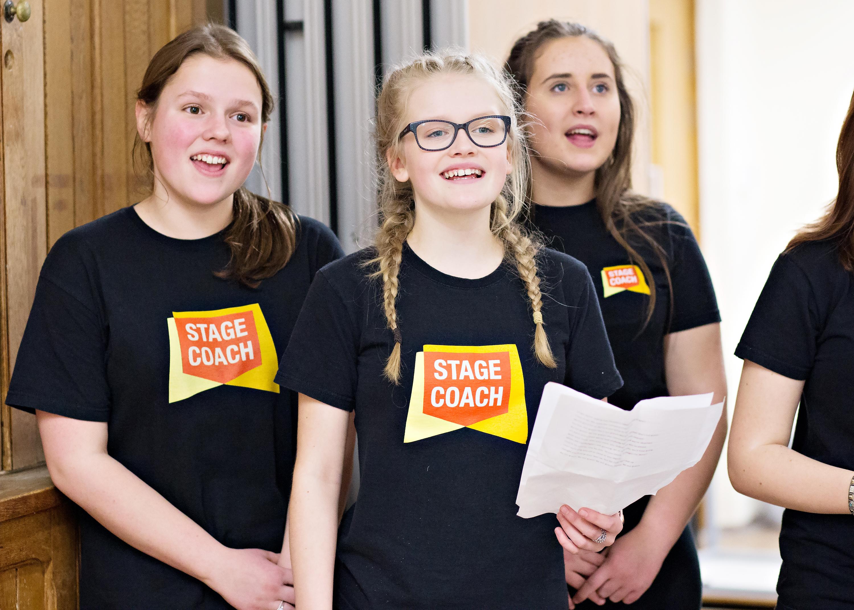 Children singing at Stagecoach